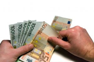 Pikavippivastustajaa syytetään talousrikoksista